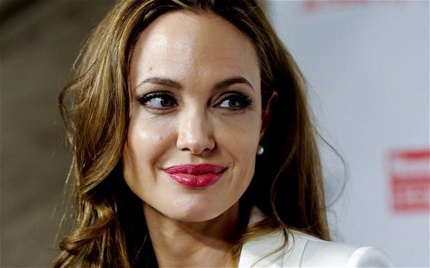 Angelina-Jolie-breast-augmentation